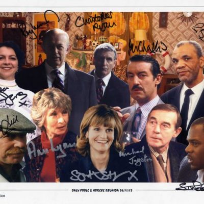 Large 16x12 Reunion Cast Photo Personally Signed by All TEN Actors
